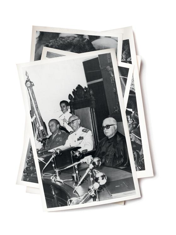 ÚLTIMA INSTÂNCIA General João Figueiredo (à esq., sentado), almirante Waldemar Costa e Jacy Pinheiro, na inauguração do Superior Tribunal Militar em Brasília, em 1973 (Foto: Adão Nascimento/Estadão Conteúdo)