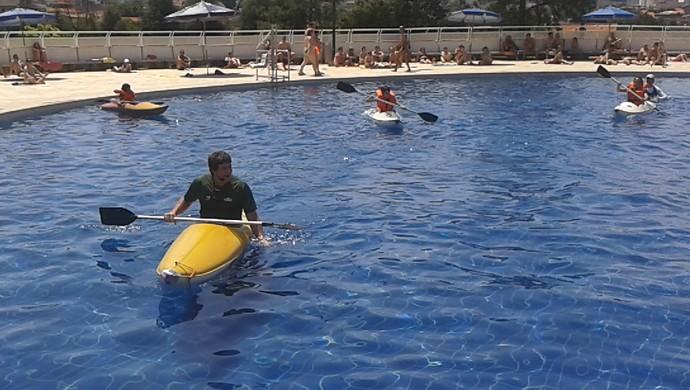 Sebastián Cuattrin ensina canoagem no Sesc Thermas de Prudente (Foto: Sesc Thermas / Divulgação)