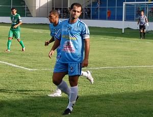 Tazinho, meia do CSP, em jogo contra o Sousa (Foto: Rammom Monte)