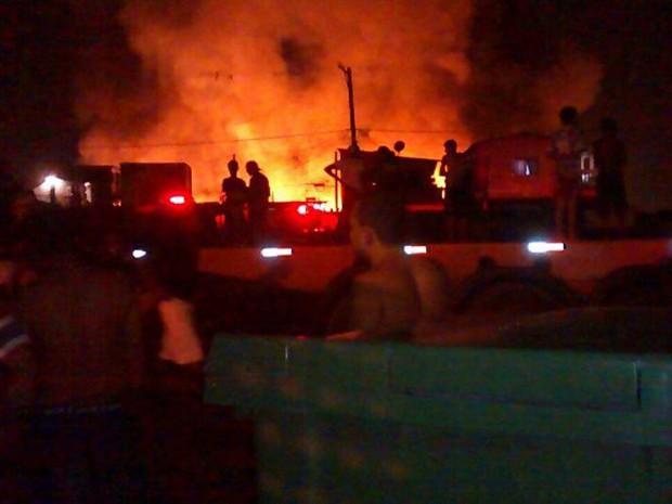 Incêndio atingiu dezenas de barracos em Santos, SP (Foto: Luciana Antunes de Castro / Arquivo Pessoal)