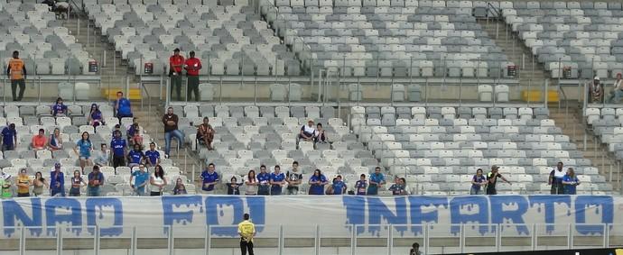 Manifestação da torcida do Cruzeiro após morte de torcedor (Foto: Marco Antônio Astoni)