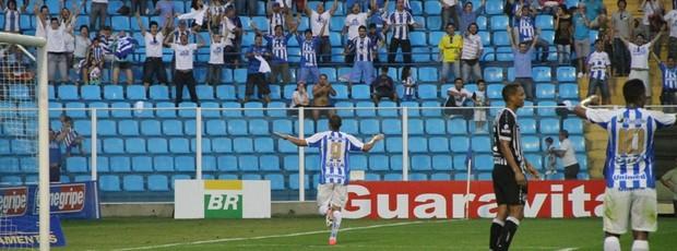 Diogo Acosta marca o segundo contra o Ceará (Foto: Jamira Furlani, divulgação / Avaí)