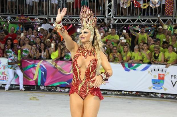 Viviane Araújo desfila para a escola  Boa Vista, em Vitória (Foto: Amandio Santos / Flash Glamour)