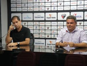 Jairo Araújo e Adson Batista, técnico e diretor do Atlético-GO (Foto: Daniel Mundim/GLOBOESPORTE.COM)