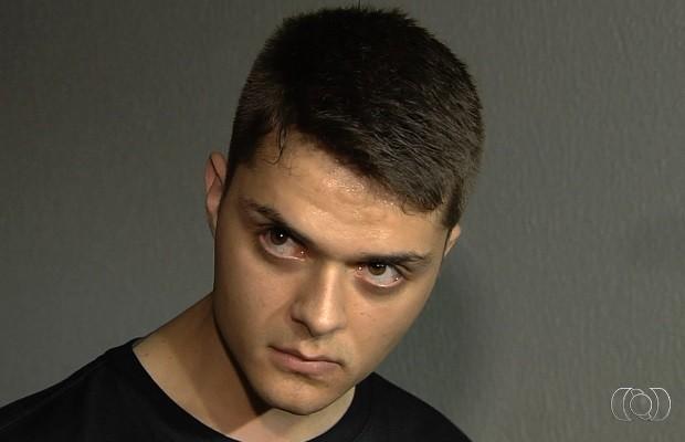 Frederico Veiga Pedreiro foi preso com 7 armas dentro de casa em Goiás (Foto: Reprodução/TV Anhanguera)