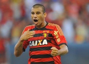 Neto Baiano comemora gol do Sport sobre o Criciúma (Foto: Aldo Carneiro (GloboEsporte.com/Pernambuco Press))