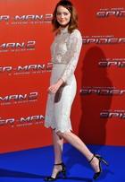 Emma Stone dá show de estilo na turnê de 'Homem-Aranha 2'