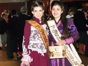 Raquel Pereira (à direita) é a nova primeira prenda do RS (Foto: Marco Turki/Divulgação/MTG)