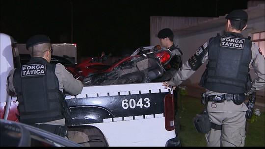 Dupla é presa após bater moto roubada em carro da Polícia Militar em Cabedelo