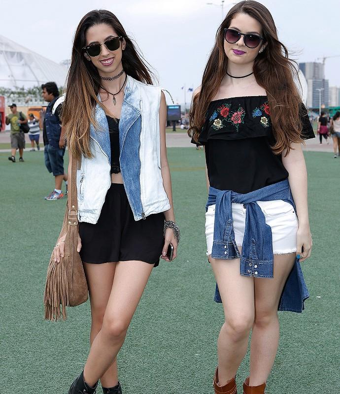 As irmãs Mayara e Mylena Matos, de 23 e 17 anos capricham nos acessórios para o festival  (Foto: Fábio Rocha / Gshow)
