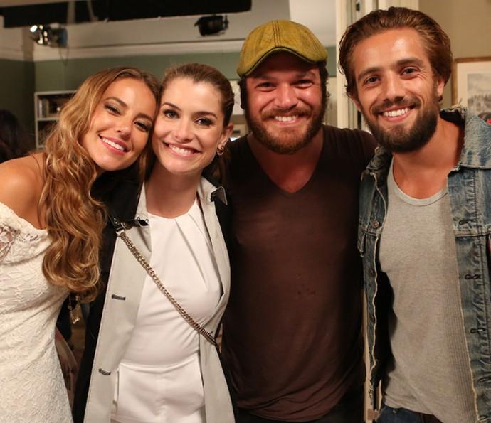 O quarteto posa todo sorridente ao Gshow <3 (Foto: Carol Caminha/Gshow)