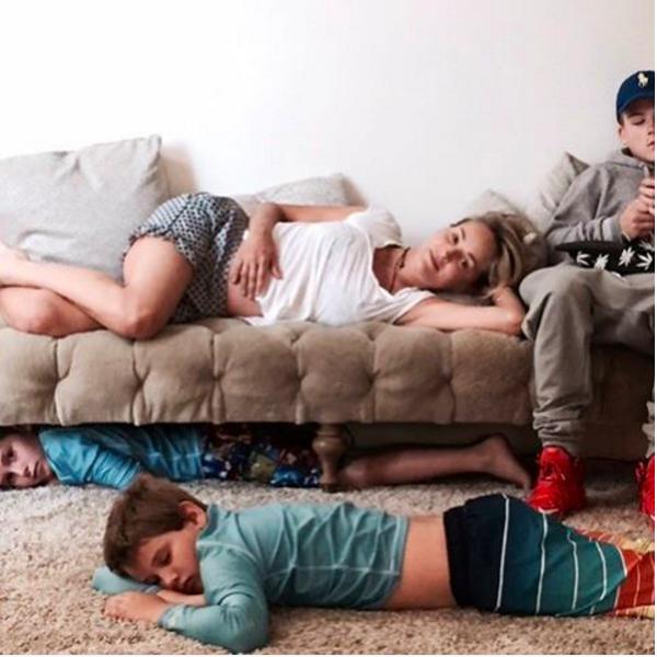 A atriz Sharon Stone e seus três filhos (Foto: Instagram)