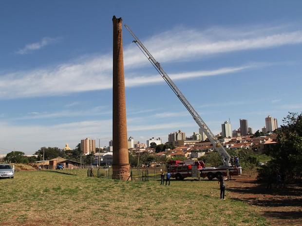 Defesa Civil interdita área entorno da primeira chaminé de São Carlos, SP (Foto: Maurício Duch)