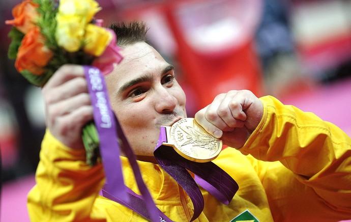 Arthur Zanetti comemora ouro na prova de argola ginástica (Foto: EFE)