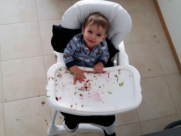 O bebê Bernardo, que desde os seis meses vem sido apresentado a alimentos saudáveis pela família em Brasília (Foto: Marília Borges/Arquivo Pessoal)
