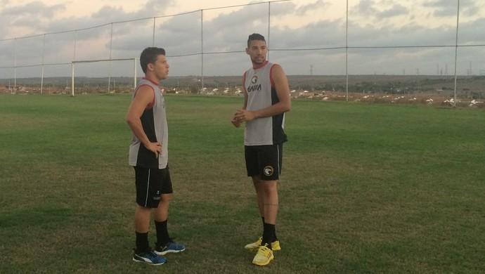 Leomir e Rafael - jogadores do Globo FC (Foto: Luiz Henrique/GloboEsporte.com)