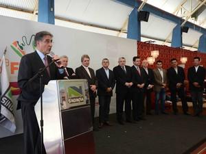 Governado anuncia redução do imposto em Nova Serrana (Foto:  Carlos Alberto/Imprensa MG)