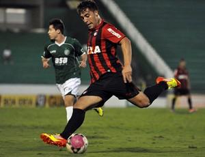 Bruno Furlan, atacante do Atlético-PR, contra o Guarani (Foto: Gustavo Oliveira/Site oficial do Atlético-PR)