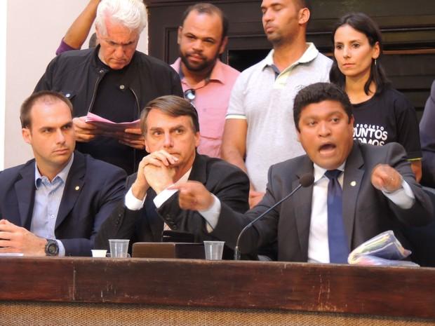 Bolsonaro e Joel da Harpa (Foto: Thays Estarque/G1)