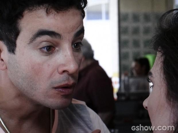 Carlito não perdoa e joga na cara de Val que não quer mais saber dela (Foto: Amor à Vida / TV Globo)