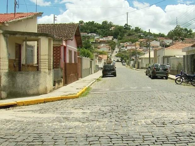Rua do bairro Morro Chic onde engenheiro foi encontrado morto em Itajubá, MG (Foto: Edson Oliveira / EPTV)