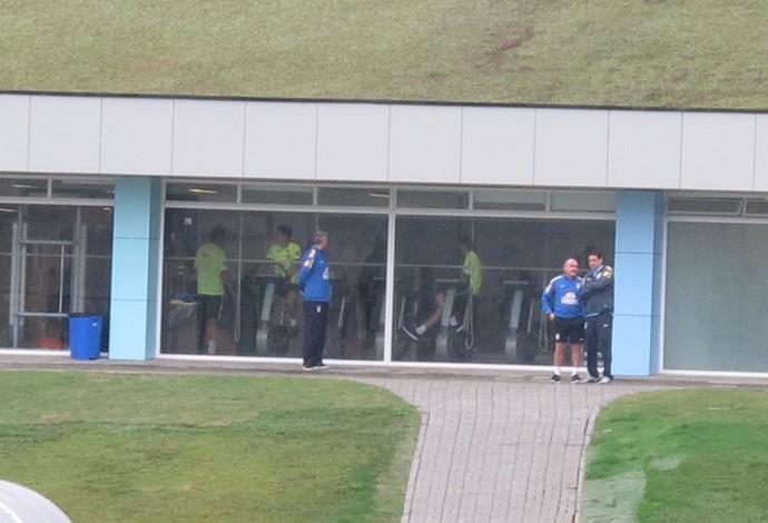 Jogadores na academia seleção brasileira (Foto: Marcelo Baltar)