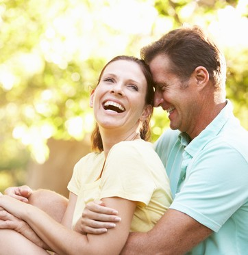 Casal sorrindo  (Foto: Shutterstock)