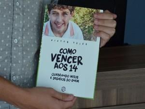 Livro está sendo produzido em uma gráfica no Rio de Janeiro (Foto: Tássio Andrade/G1)