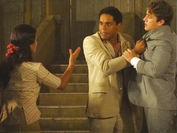 Jurema tenta se explicar (Foto: Lado a Lado / TV Globo)