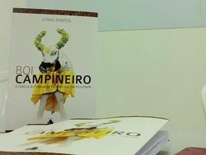 Livro com história do boi verde foi lançado na sexta-feira (28), em Parintins (Foto: Divulgação/SEC)
