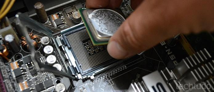 Antes de realizar a troca do processador, confirme se o modelo é compatível com a placa-mãe  (Foto: Adriano Hamaguchi/TechTudo)