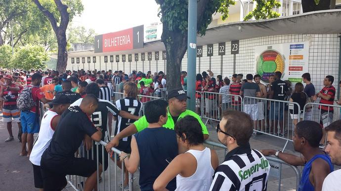 Fila Maracanã Botafogo x Flamengo (Foto: Vicente Seda)