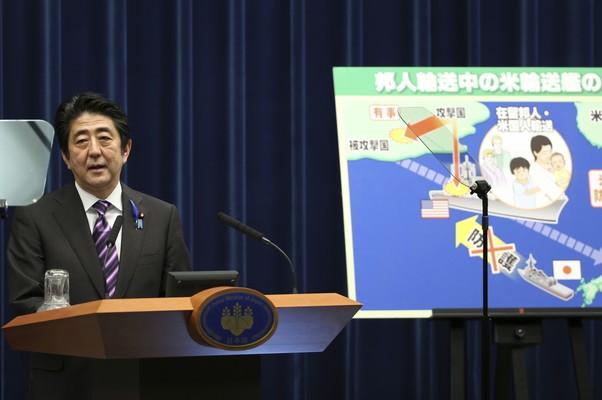 Primeiro-ministro do Japão, Shinzo Abe, fala sobre plano para mudar a parte pacifista da Constituição do país (Foto: Koji Sasahara/AP)