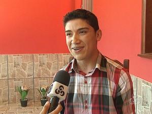 Carta emocionou Gabriel Soares (Foto: Reprodução TV Acre)