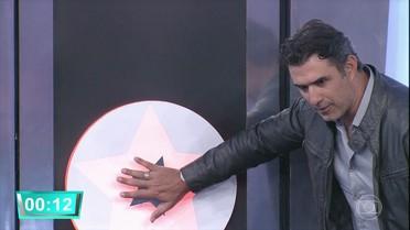 Marcos Pasquim é o primeiro a escolher a porta no 'Ding Dong'