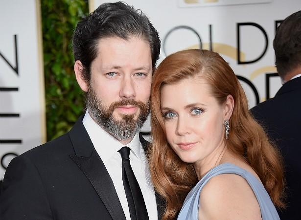 Os atores Amy Adams e Darren Le Gallo, ambos com 40 anos de idade, começaram um relacionamento sério em 2002 e noivaram cinco anos depois. Eles já têm uma filhinha, e Amy diz que não pensa em casar tão cedo. (Foto: Getty Images)