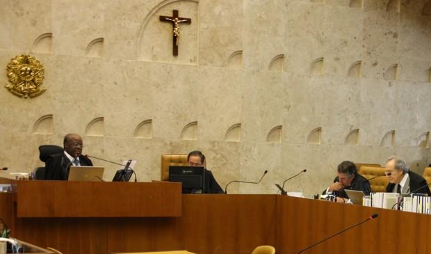 Plenário do STF na última quinta (22), durante análise dos embargos dos condenados no mensalão (Foto: Gervásio Baptista/SCO/STF)