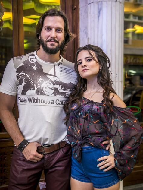 Bianca Comparato e Vladimir Brichta em 'Tapas & beijos' (Foto: Paulo Belote/ TV Globo)