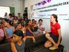 Júlia Lemmertz visita comunidade carente em Pernambuco