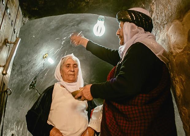 Hure Murad é rebatizada após ter sido forçada a se tornar muçulmana (Foto: Marcio Pimenta)