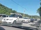 Motorista flagra veículos na contramão na descida pela Tamoios