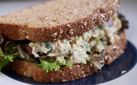 Sanduíche de linhaça com cottage
