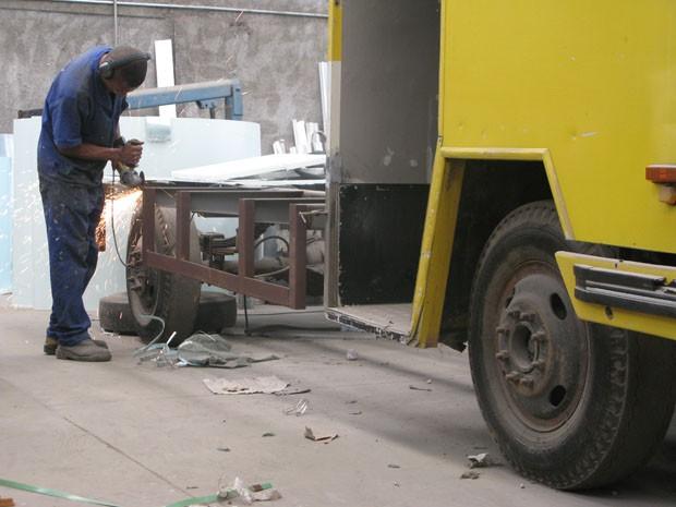 Montagem de food truck: preços podem chegar a R$ 300 mil (Foto: Paulo Toledo Piza/G1)
