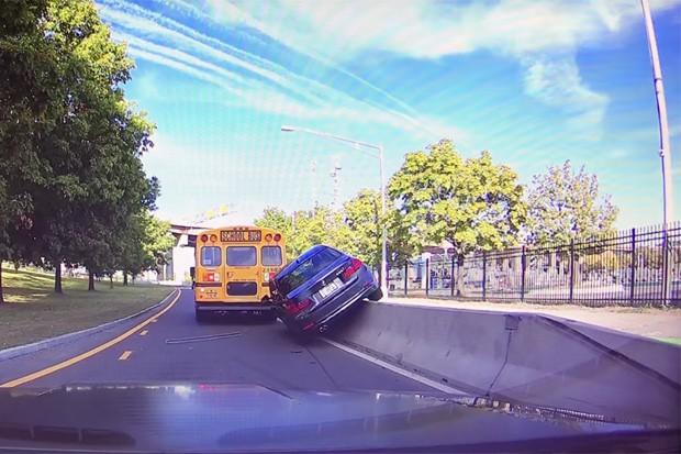 Nada como ver alguém se comportando mal no trânsito e, na sequência, quebrando a cara (Foto: Reprodução)