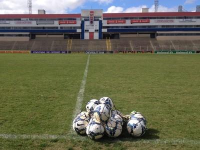 Estádio Durival Britto e Silva, a Vila Capanema (Foto: Monique Silva)