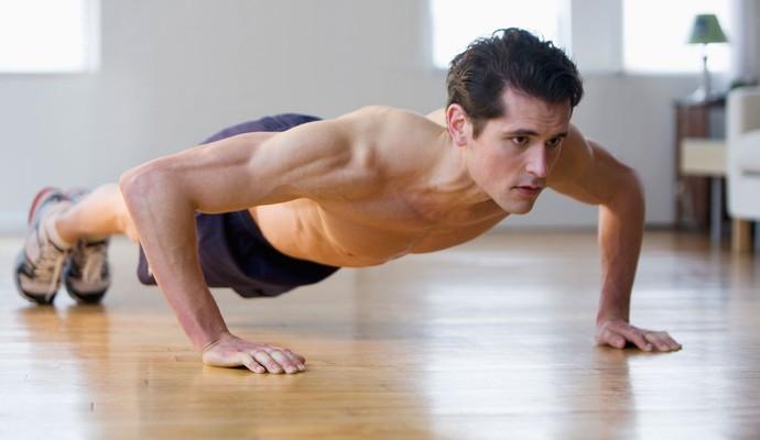 homem flexão 5 + eu atleta (Foto: Getty Images)