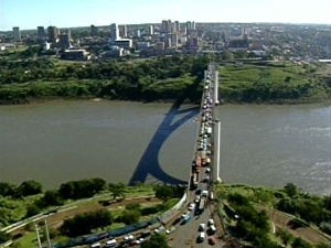 Ponte da Amizade (Foto: Reprodução/RPCTV)