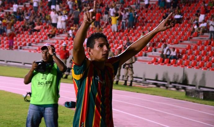 Lucas comemora vitória do Sampaio Corrêa (Foto: Paulo de Tarso Jr./Imirante)