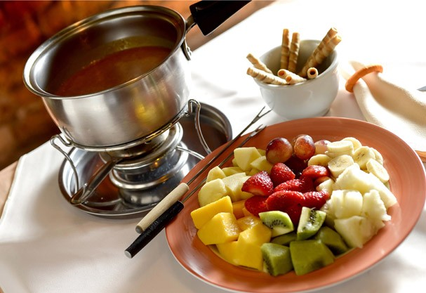Se fondue de chocolate j bom imagina com plus de nutella glamour gastronomia - Fondue de chocolate ...