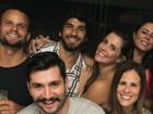 Deborah Secco curte noite carioca ao lado do marido Hugo Moura